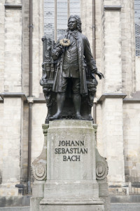 Bachmonument naast de Thomaskerk in Leipzig